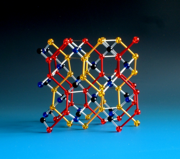 Molecular model of space group Ia-3d